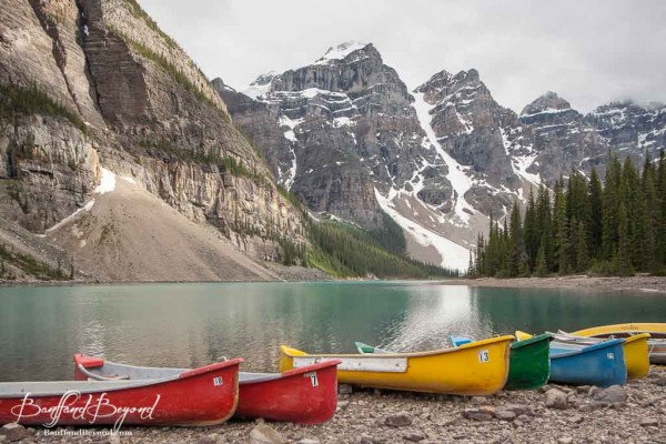 colorful-canoes-for-rent-at-moraine-lake-600x400